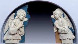 Andrea della Robbia, Angeli adoranti (3)